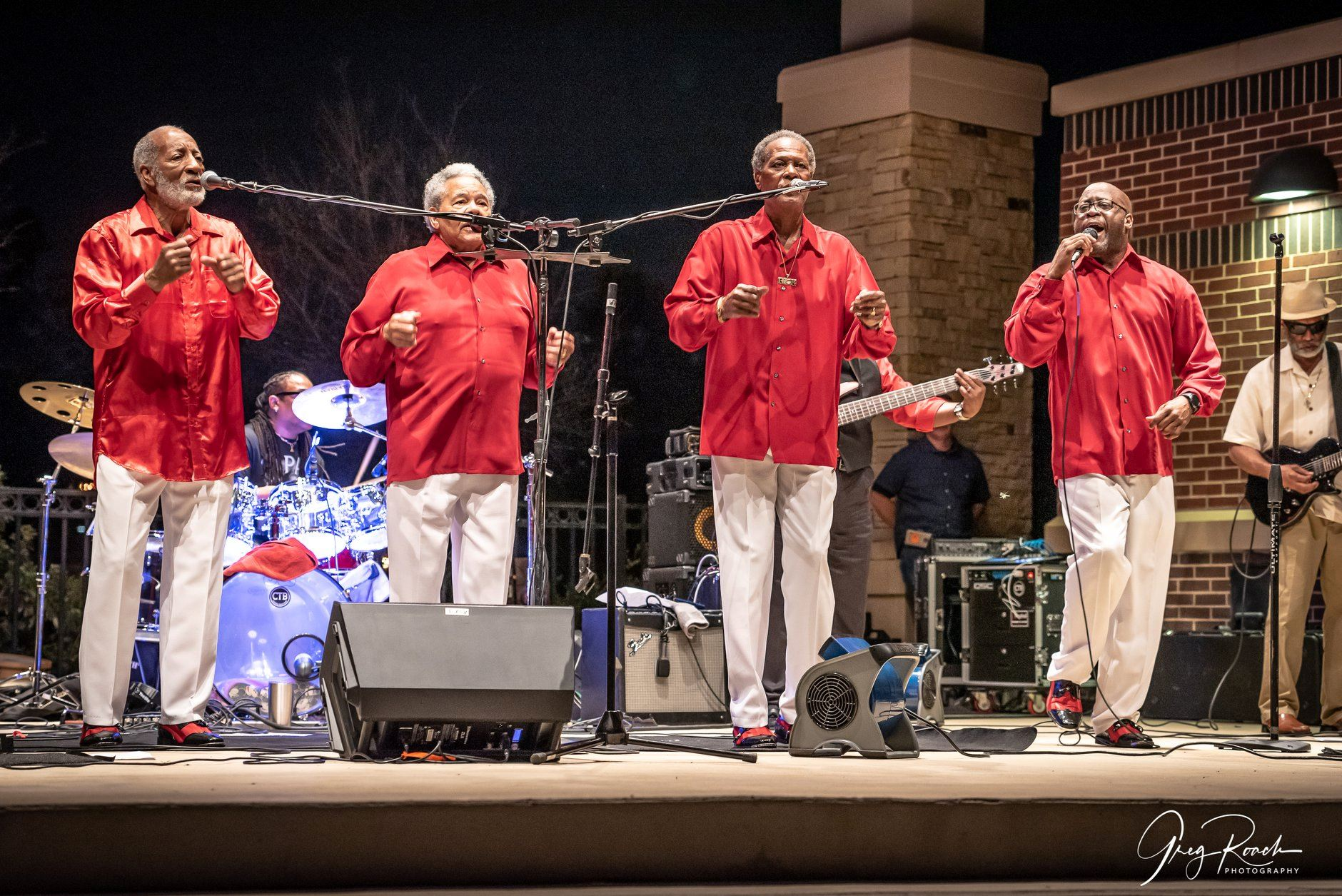 Legacy4band - 4 singers with microphones and red shirts